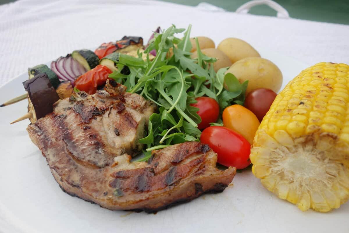 lemon-and-thyme-lamb-chops-with-crisp-new-potatoes