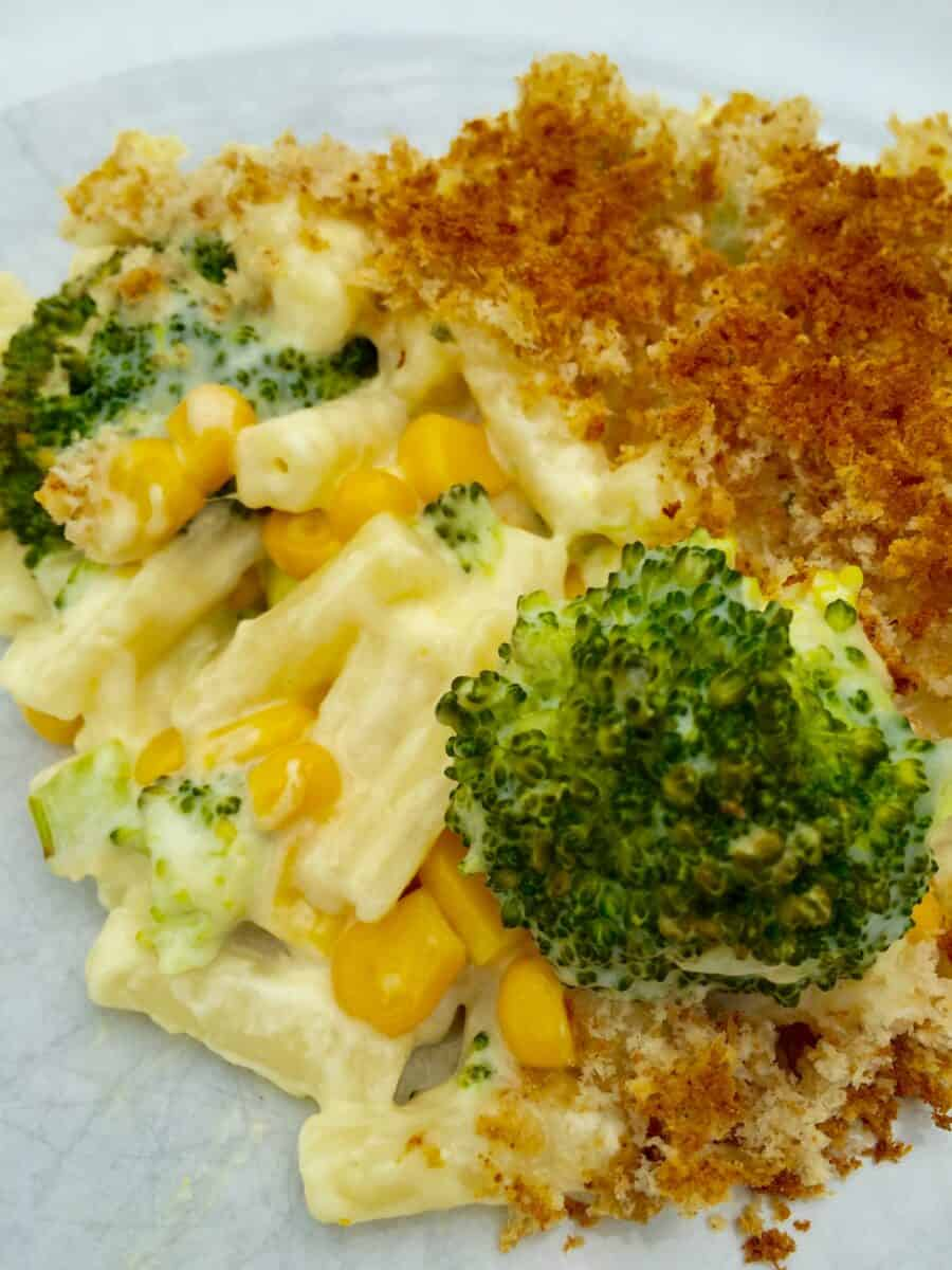 baked-macaroni-and-green-vegetables