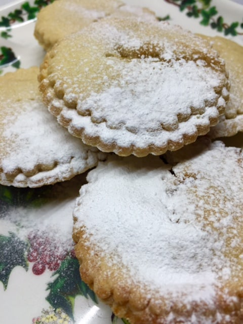 mince-pies-icing-sugar