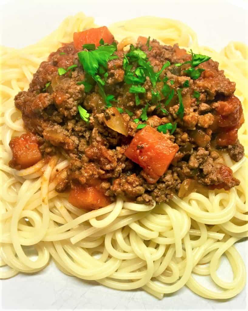 spaghetti-bolognese-sauce-on-spaghetti